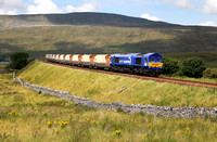 After runround, 66727 heads south at Ribblehead with 6M33 1125 Arcow Quarry to Pendleton.