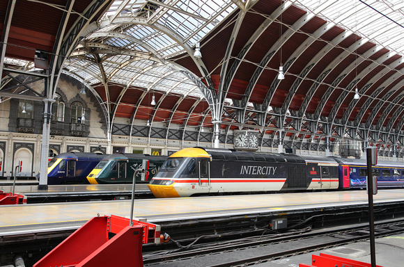 43188 & Intercity 43185 pause at Paddington on 26.4.17.