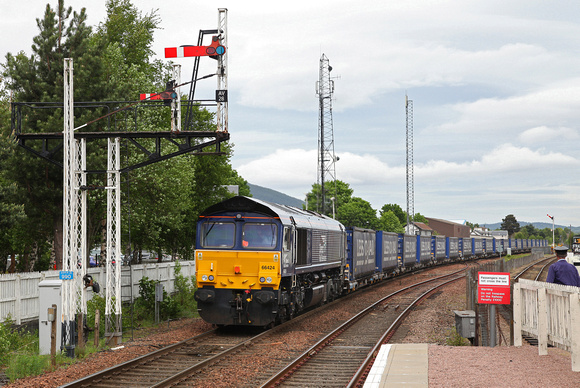66424 passes Aviemore on 1.6.17 with the Inverness to Mossend Tescos.