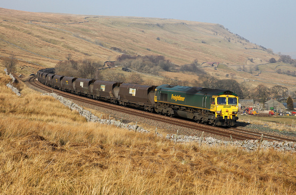 66515 passes Ais Gill on 5.3.13 with a late running Killoch to Drax service.