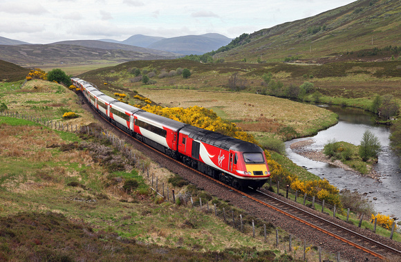 43251 heads towards Dalwhinnie past Crubenmore with the Inverness to London service.