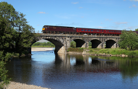 47826 heads over the River Lune at Arkholme with a ECS from Norwich to Carnforth.