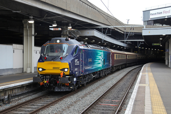 88002 waits at London Euston with its Northen Belle special to Carlisle .